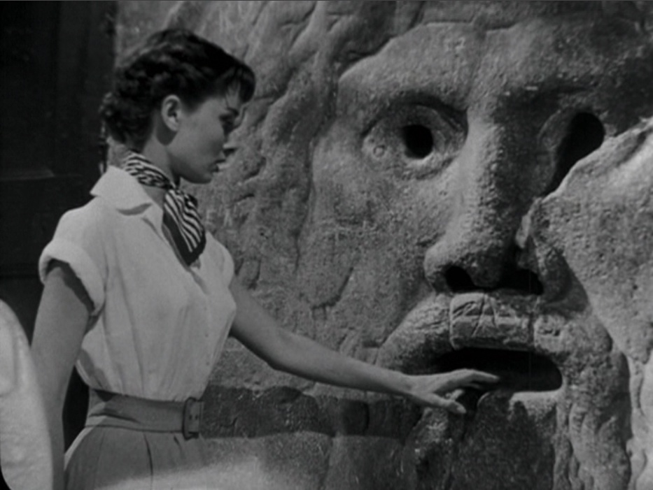 audrey_hepburn-roman_holiday-bocca_della_verita-mouth_of_truth-001