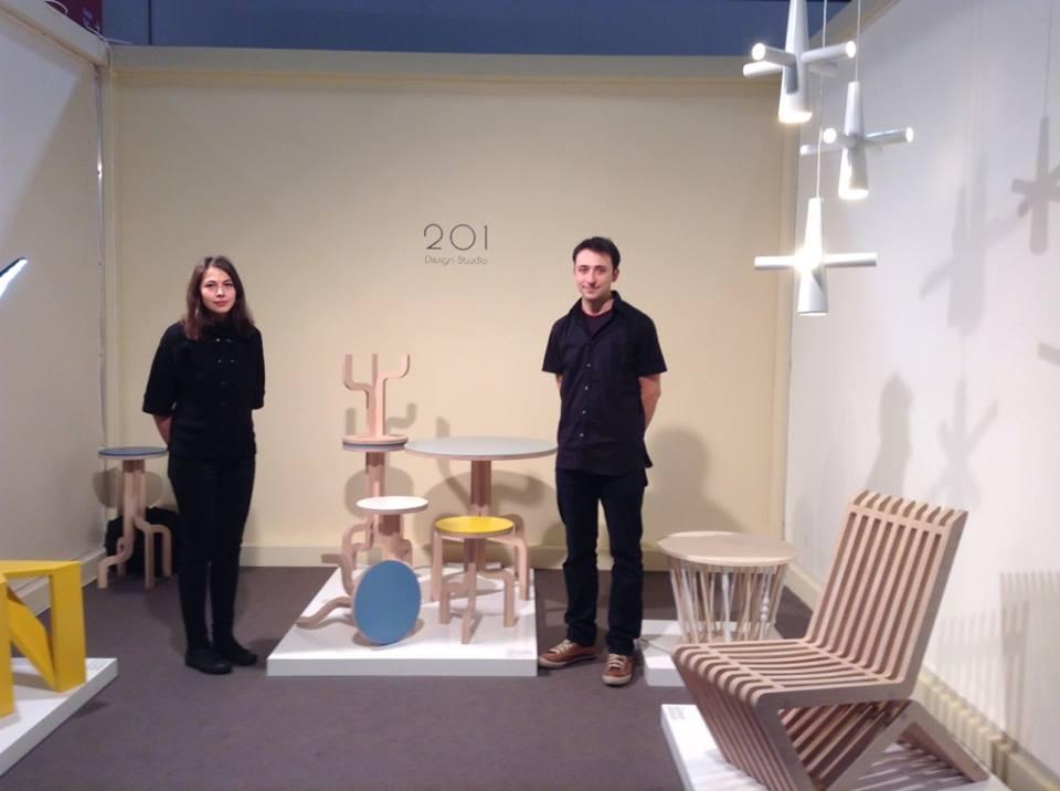 Designerii Codrin Stănciulescu și Mira Ene, câștigătorii unei ediții DDD, au avut anul acesta un stand în timpul celui mai mare târg de mobilă din Europa, Fiera Milano. Am fost tare mândră de ei pentru că au și câștigat un premiu foarte important pentru cariera lor viitoare.