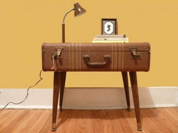 masuta-vintage-confectionata-din-valiza-veche-lemn