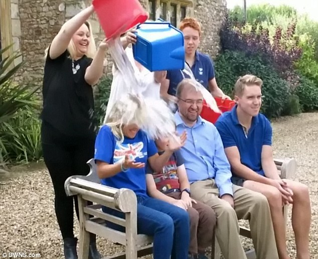 copiii lui Stephen Howking - ice bucket