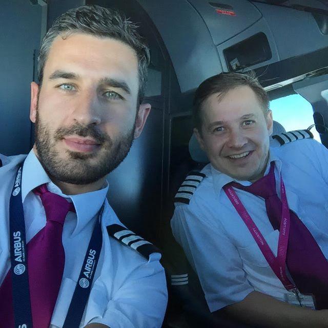 Alessandro Menegardi si Cristian Mandu - piloti Airbus